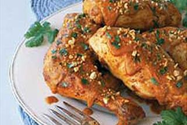 Pollo en mole de cacahuate Image 1
