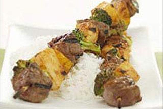 Brochetas de carne y vegetales Image 1