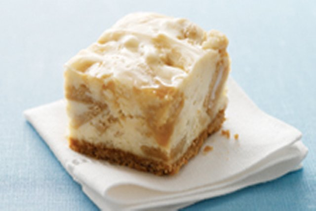 Golden Caramel Cheesecake Bars Image 1