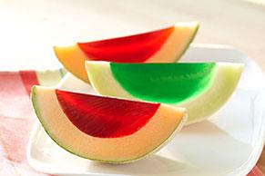 Bocadillos de melón con gelatina de cereza