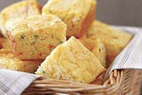 Pan de maíz con queso y jalapeños