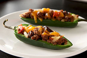 Chili-Stuffed Jalapeño Peppers