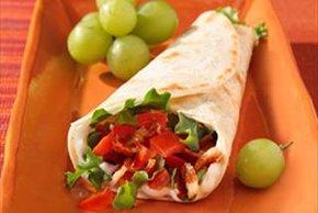 Enrollado de tocino, lechuga y tomate