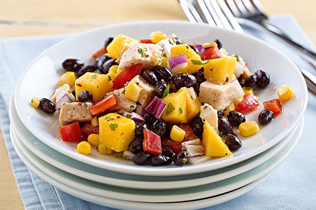 Ensalada de frijoles negros, pollo y mango Image 1