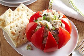 Fiesta de tomates rellenos con atún