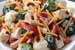 Ensalada de pollo con brócoli y coliflor