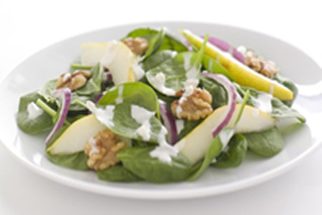 Spinach, Pear and Creamy Poppyseed Salad Image 1
