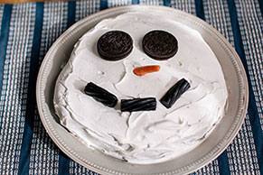 Cookies & Cream Snowman Dessert