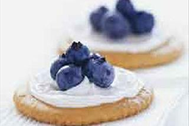 Blueberry Cracker Bites Image 1