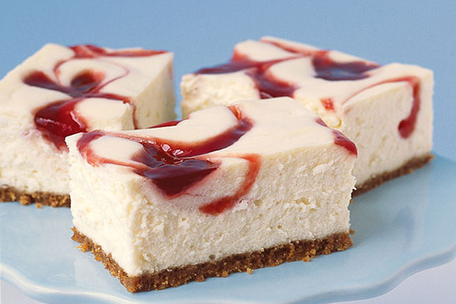PHILADELPHIA New York-Style Strawberry-Swirl Cheesecake Image 1