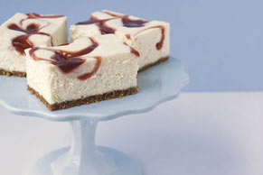 PHILADELPHIA New York-Style Strawberry-Swirl Cheesecake