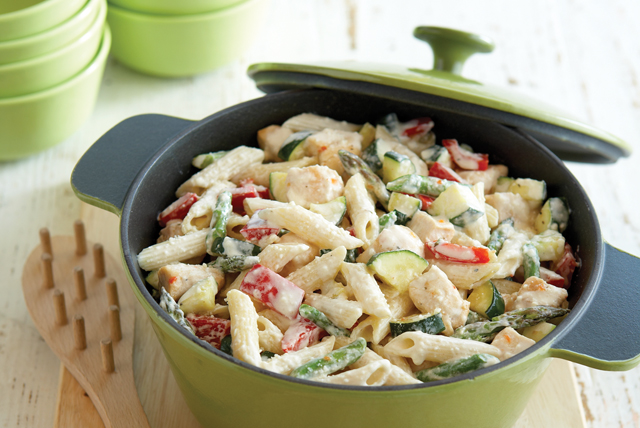Creamy pasta primavera recipe kraft recipes - Cenas faciles y economicas ...