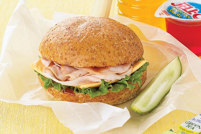 Fabuloso sándwich de pavo con salsa para asar Image 1