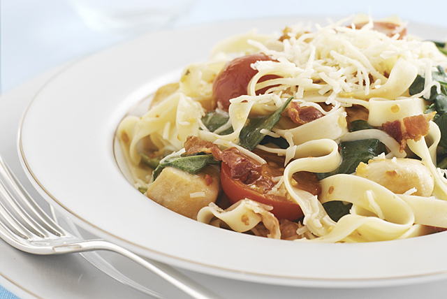 Spinach and Bacon Pasta Toss Image 1