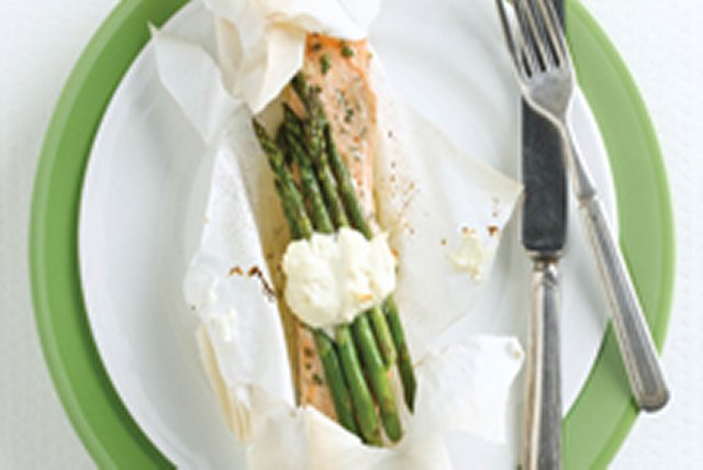 Dill Salmon and Asparagus En Papillotte Image 1