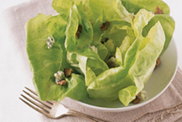 Simple Butter Salad with Blue Cheese and Walnuts