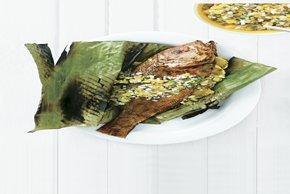 Huachinango asado en hojas de plátano