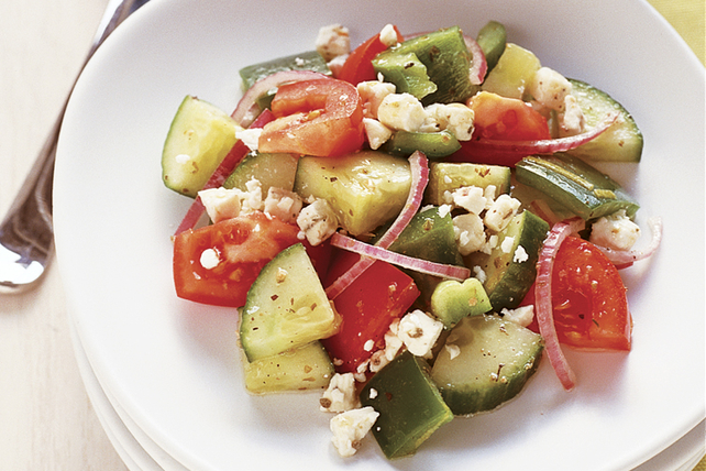 Salade grecque simple aux tomates et aux concombres kraft canada - Salade de tomates simple ...