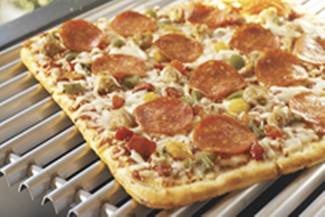 Pizza on the Grill Image 1