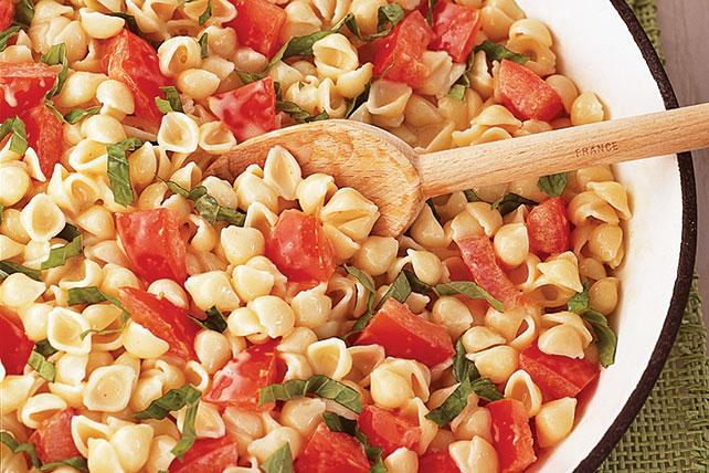 Pasta al queso con tomate y albahaca Image 1