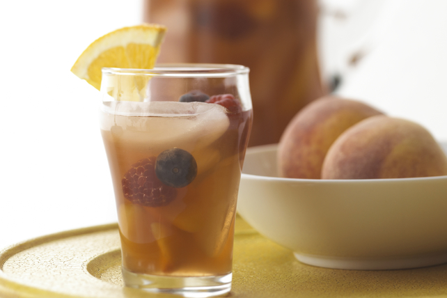 Peachy Iced Tea Sangria Image 1