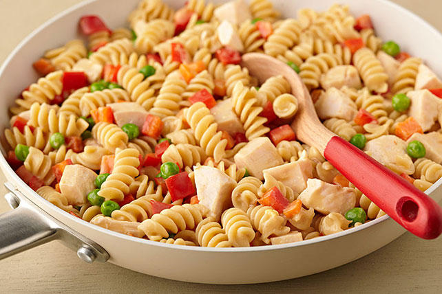 Creamy Pasta with Chicken and Vegetables Image 1