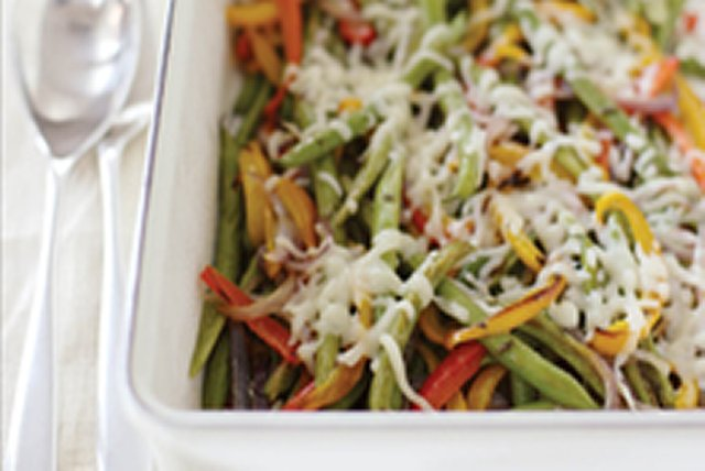 Roasted Green Beans With Peppers & Onion Image 1