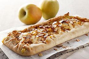 Tarta de manzanas de temporada a medio cubrir