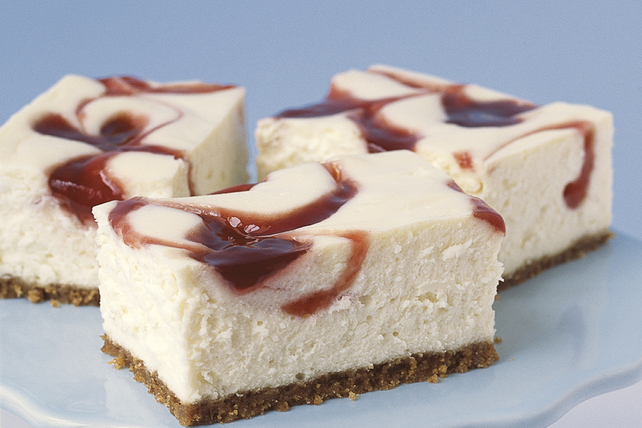 PHILADELPHIA New York-Style Strawberry Swirl Cheesecake ...