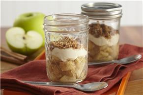 Apple-Crumble Parfait in a Jar