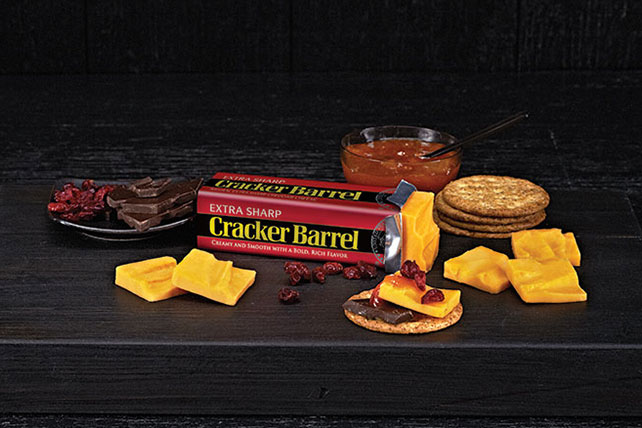 CRACKER BARREL Extra Sharp Cheddar Pairing Tray Image 1