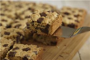Oatmeal-Chocolate Chip Bars