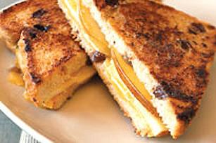 Sandwich grillé fromagique