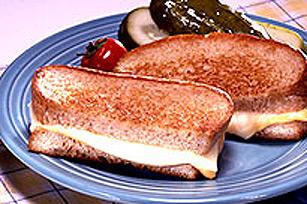 Sandwich grillé aux deux fromages pour le réchauffement Image 1