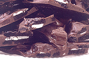 BAKER'S One Bowl Cookie Crunch Bark Image 1