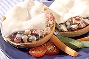 Sandwich grillé KRAFT à la salade de poulet Image 1