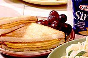 Sandwich grillé au jambon et aux deux fromages