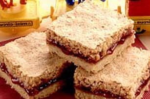 Carrés-sandwiches à la framboise et aux arachides Image 1
