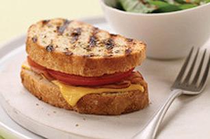 Sandwich grillé au jambon et au fromage