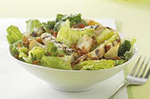 Salade césar au poulet grillé sur le barbecue