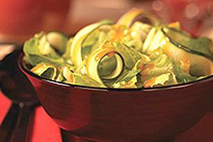 Salade de concombre en ruban