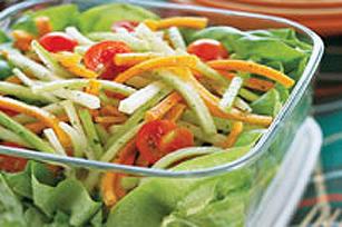 Salade estivale croquante avec vinaigrette campagnarde aux piments jalapenos Image 1