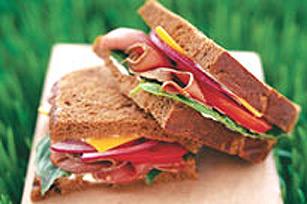 Sandwich façon «déli» au bœuf et au cheddar
