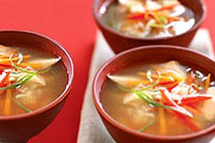 Bols de soupe rapide au poulet et au gingembre Image 1