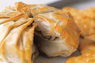 Brie en pâte filo avec champignons