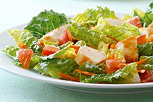 Salade au poulet et aux légumes frais