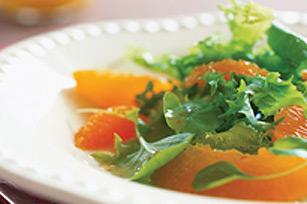 Salade d'agrumes et de légumes verts de saison