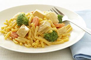 Macaronis au poulet et aux légumes à la sauce fromage