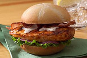 """""""Burger"""" au poulet César du patio Image 1"""