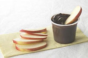 Trempette de pouding au chocolat et tranches de pomme